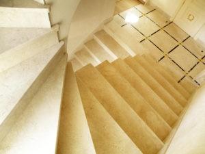 Ступени и облицовка лестниц